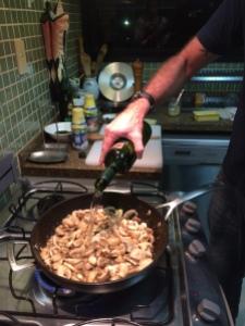 Coloque o vinho branco