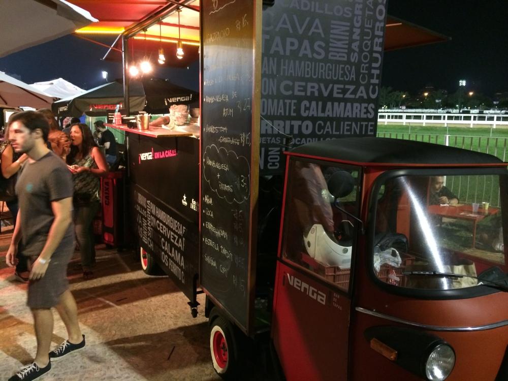 Tinha alguns (2) food trucks, mas vamos combinar? Os de SP dão de 10!!!