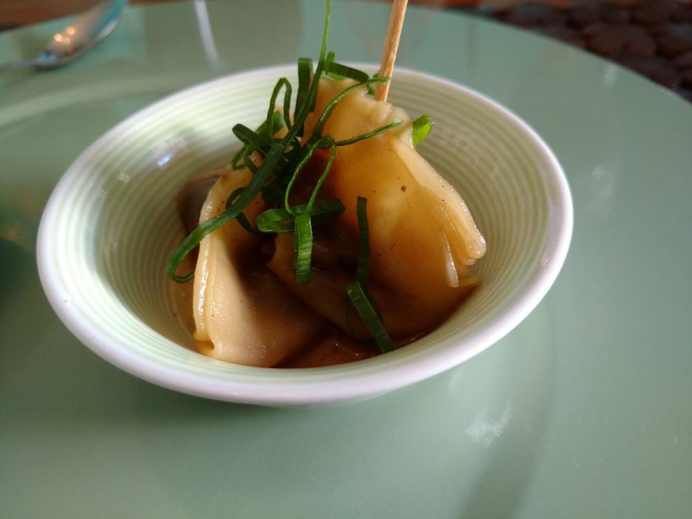 Dumpling de Shitake com Caldo de Bacon